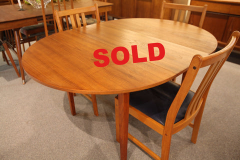 "Round Teak Dining Table w/ Leaf (56"" x 42"") or (42"" Round)"