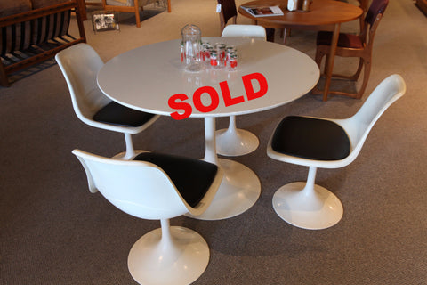 "Vintage Mid Century Tulip Table with 4 Chairs (42"" across x 29""H)"