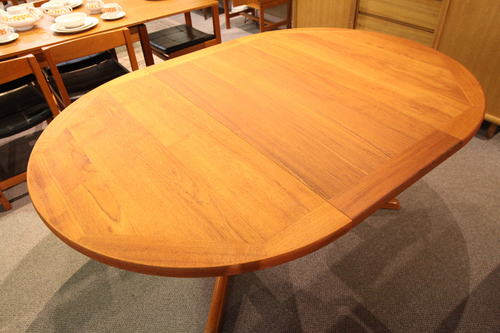 "Vintage Teak Dining Table w/ 2 Leafs (86""L x 47""W) or (47"" Round)"