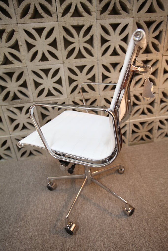 Eames Replica office Chair (Low Back / Wht Leather)