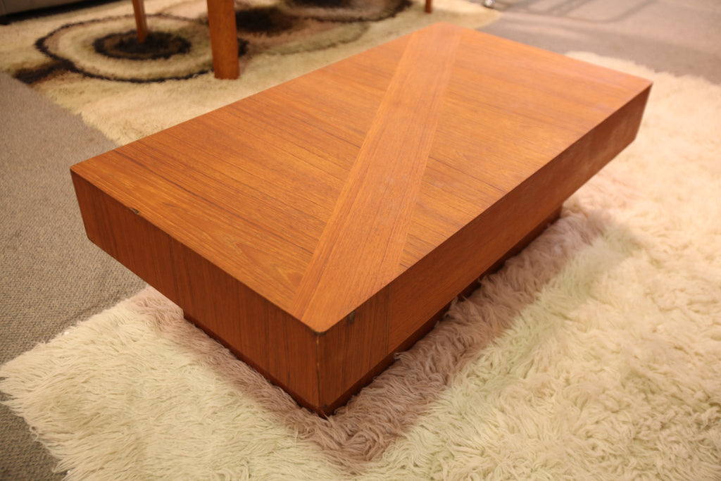 "RS Associates Montreal Coffee Table (45""L x 24""W x 15""H)"