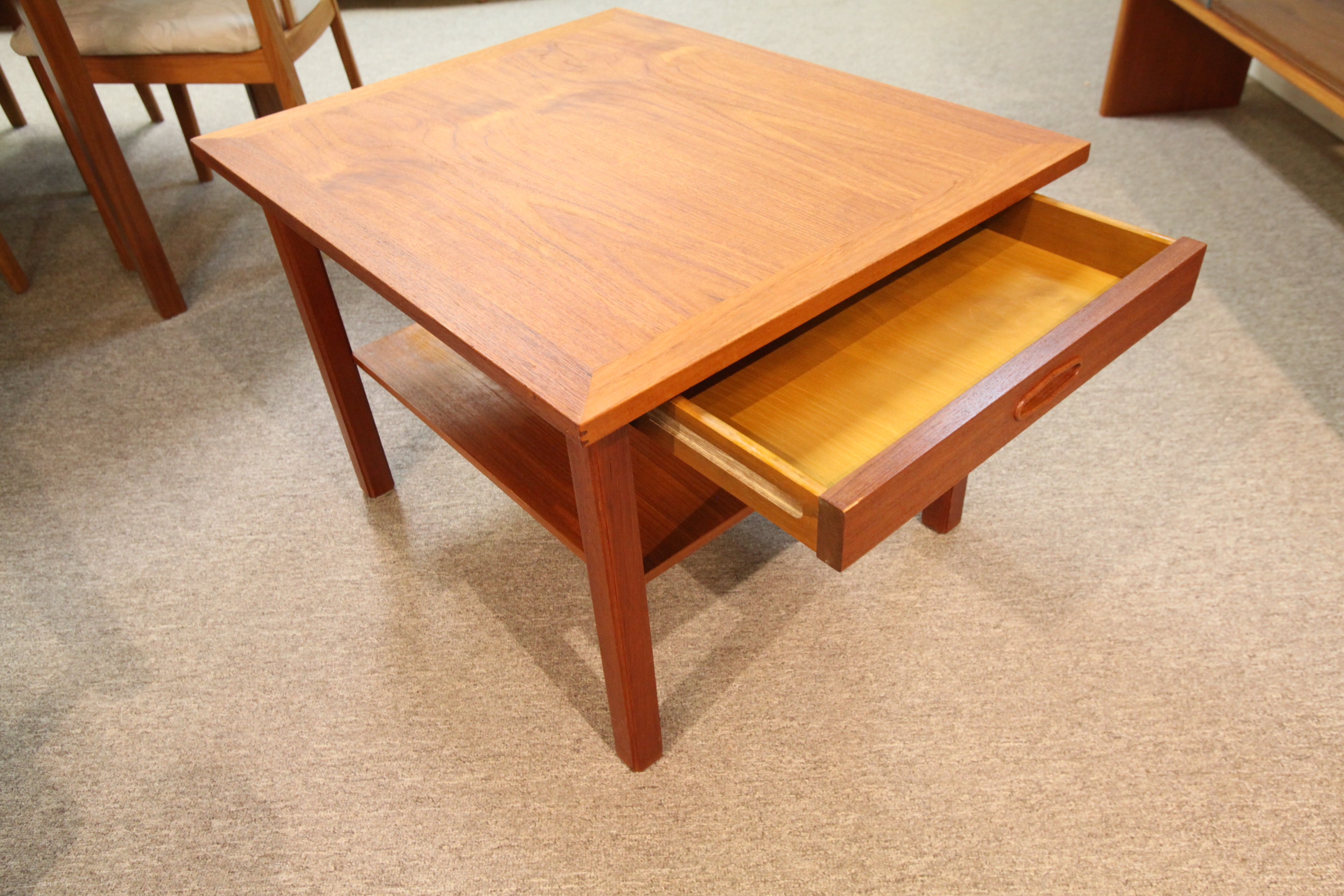 "Mid Century Teak Side Table w/ Drawer (28.5"" x 23.5"" x 19.75""H)"