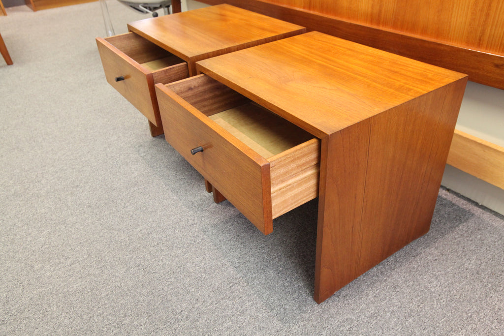 "Set of 2 RS Associates Vintage Teak Night Stands (19.5"" x 16"" x 18""H)"