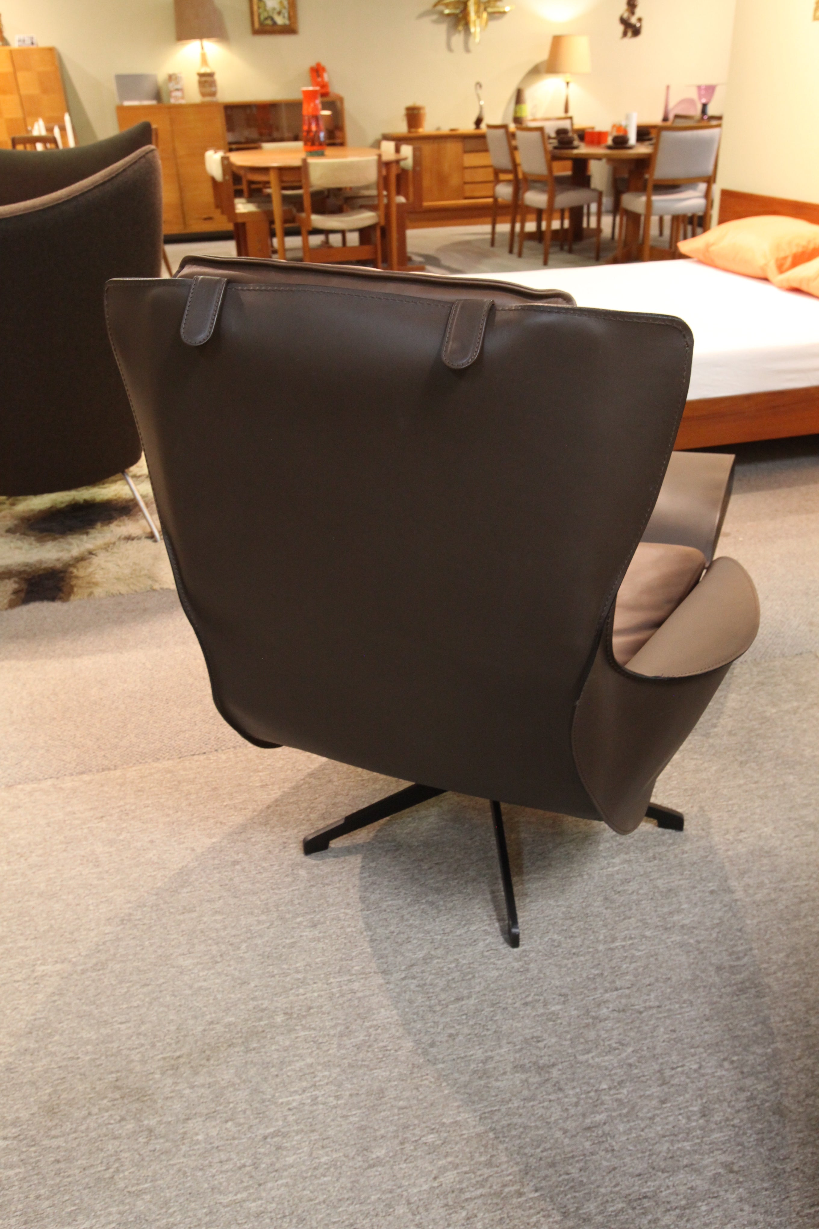 "Mario Bellini 423 Cab Lounge Chair / Ottoman by Cassina (leather) (32""W,31""D,39""H)"