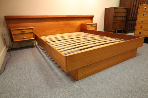 Fabulous Dyrlund Danish Teak Floating Queen Bed W/ Night Stands
