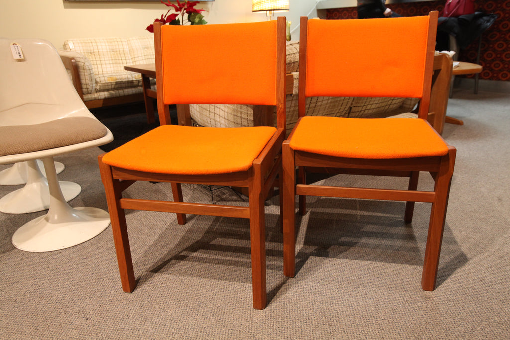Vintage Anders Jensen Orange / Teak Chair