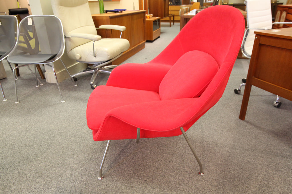 "Eero Saarinen Womb Chair (Replica) 38""W x 35,5""H x 31""D)"