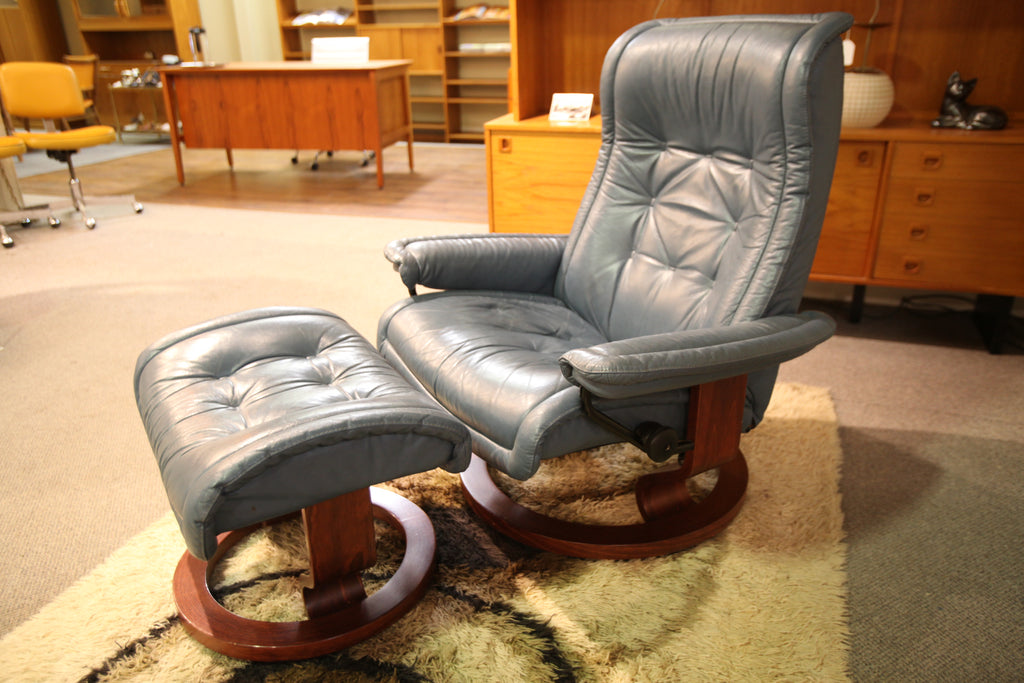 "Vintage Leather Ekornes Stressless Recliner and Ottoman (35""W x 39""H)"