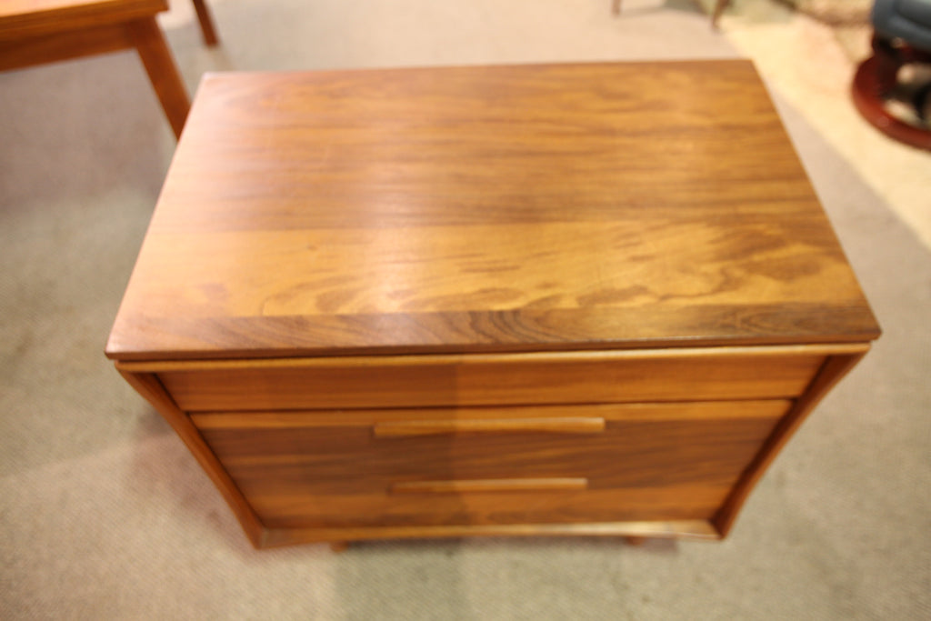 "Beautiful Vintage Imperial Walnut 3 Drawer Dresser (29.75""W x 18.5""D x 29.25""H)"