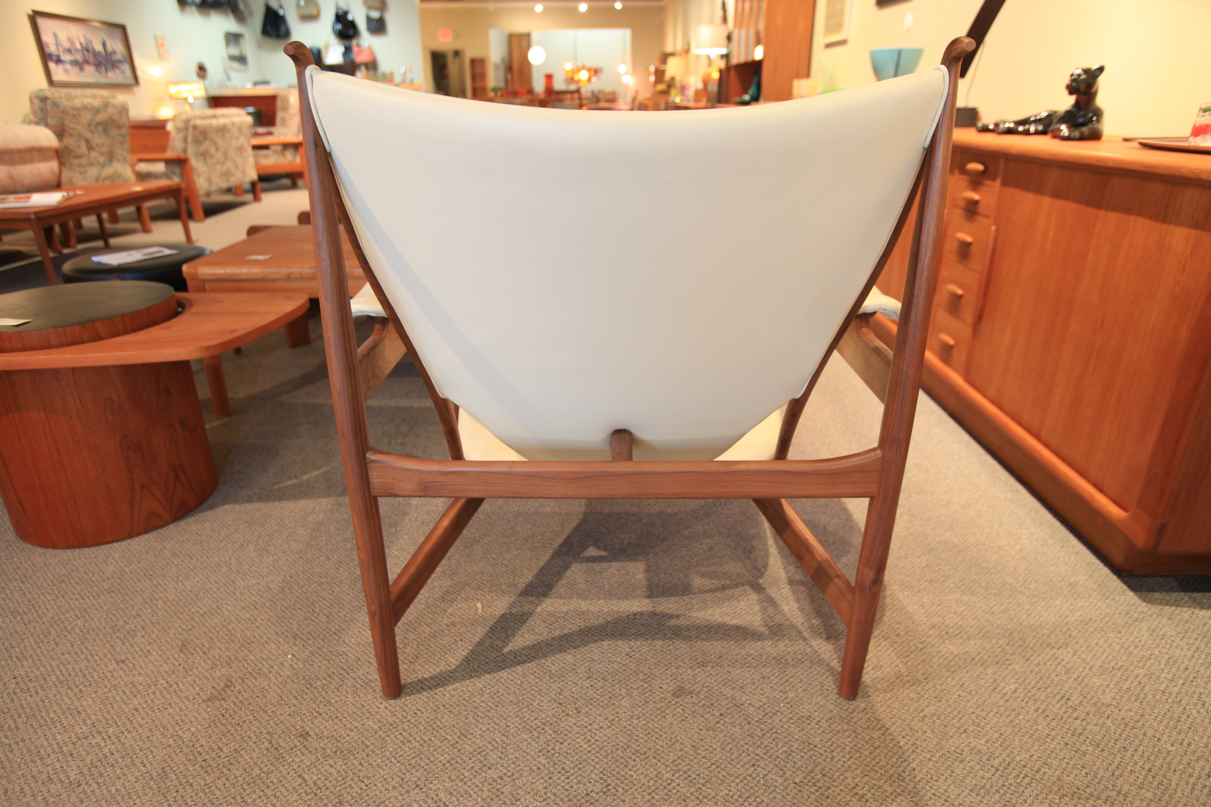 "High Quality Replica Chieftain Chair (Walnut/Off White Leather) (39""W x 35""D x 37""H)"