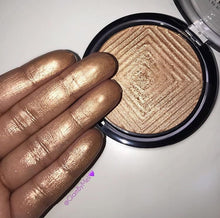 Master Chrome Molten Gold Highlighter