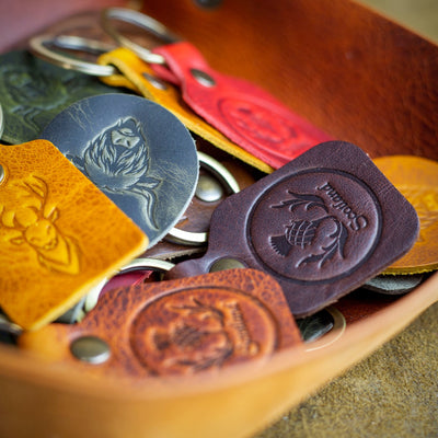 handcrafted full grain and vegetable tanned leather colourful scotland highland key chains