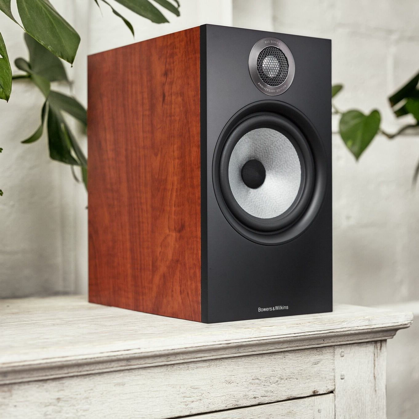 Bowers & Wilkins 606 S2 Bookshelf Speakers (Pair)
