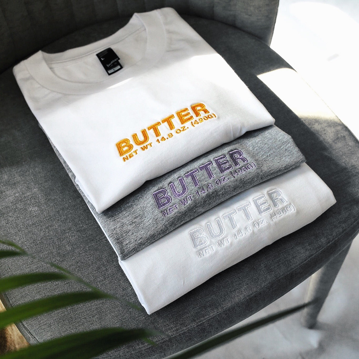 BUTTER CORE EMBROIDERED NET WEIGHT TEE LAVENDER/GREY