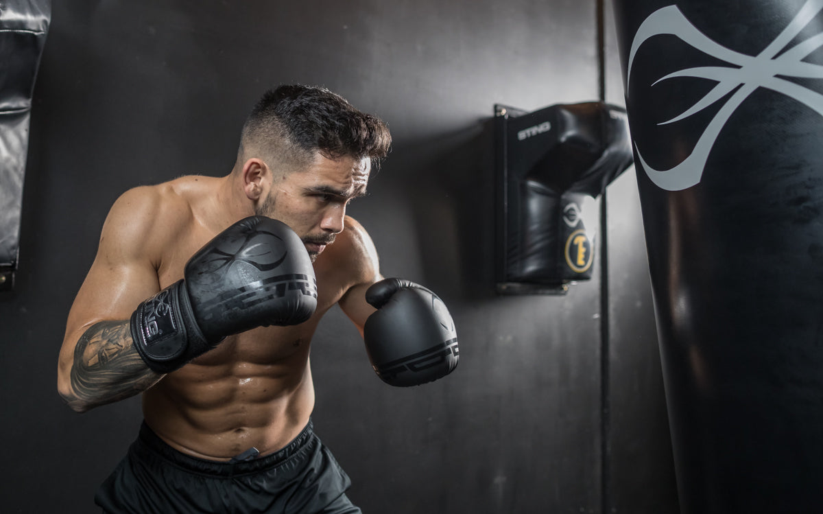 READ THIS - BOXING GLOVE BUYING TIPS BY ALEX MCLEAN by Marketing Sting