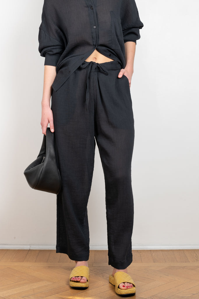 The Pyama Pants Andrea Sirio by Can Pep Rey is a oversized relaxed trouser in a airy lightweight silk and cotton blend