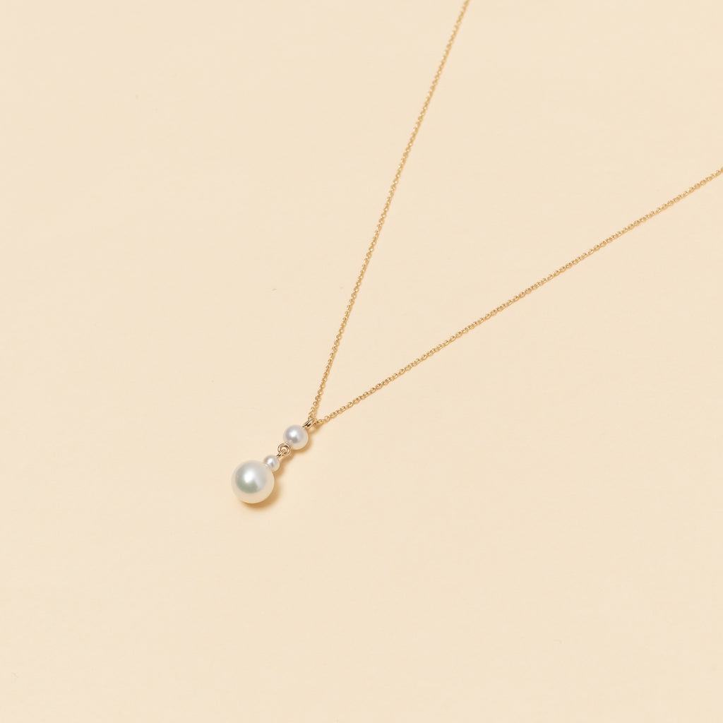 The Babylon Trois Necklace by Sophie Bille Brahe is a fine 14Kt Gold necklace with 3 freshwater pearls suspended in a pendant