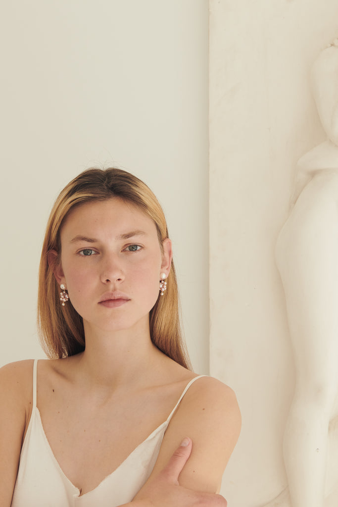 The Botticelli Earrings by Sophie Bille Brahe are a pair of 14Kt Gold earrings with pink and cream pearls of different sizes