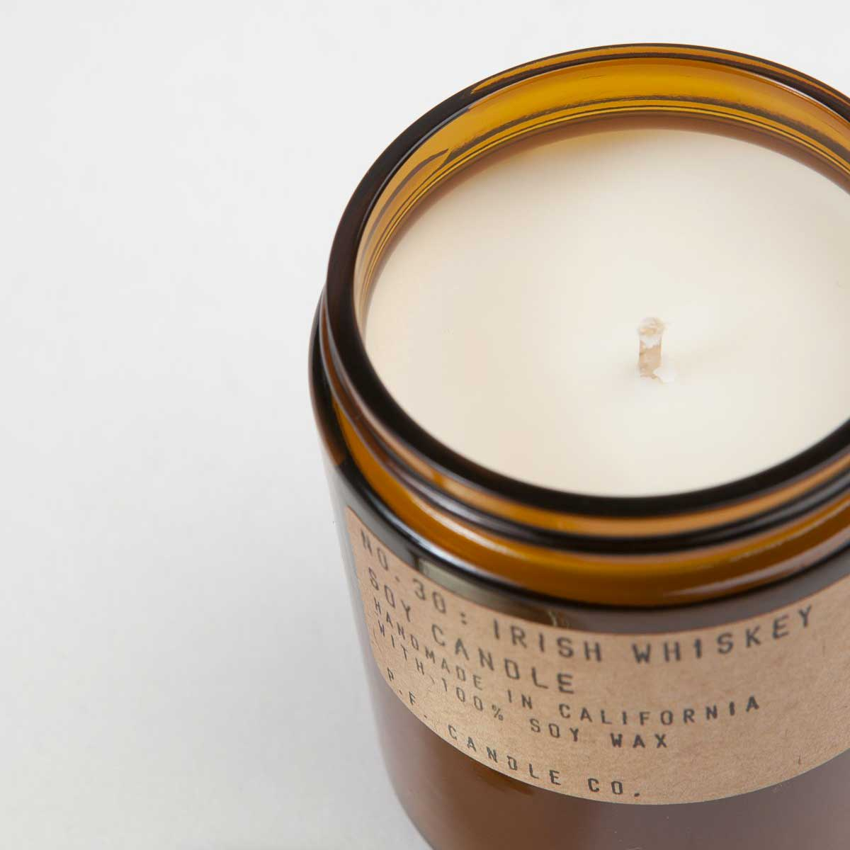 P.F. Candle Candela di soia Irish Whiskey