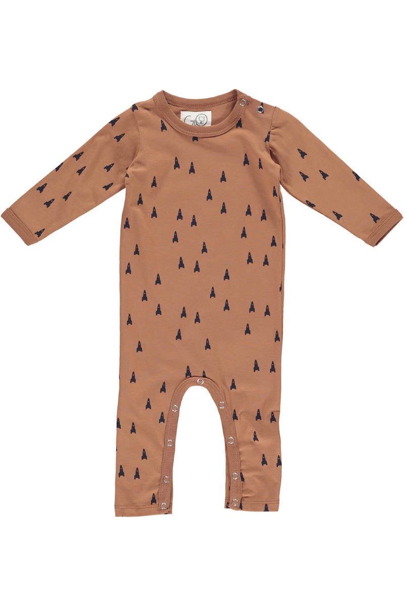 From Danish Designers Gro:  This beautifully illustrated full length baby suit is soft and comfortable and perfect for babies to move freely in.   Rich Cognac tones with navy space rocket illustration.