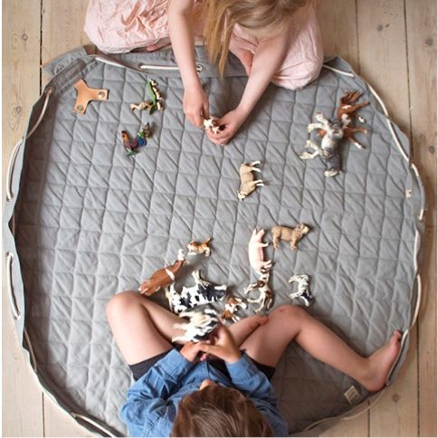 Danish Designer Play mat that pulls up into a stylish bag.  Tidy away the mess in one action.  Wonderfully portable and now you can take a safe place for child to play and a few toys with you wherever you go.   Color  Moon Grey  Material  Fabric: 100% organic cotton canvas