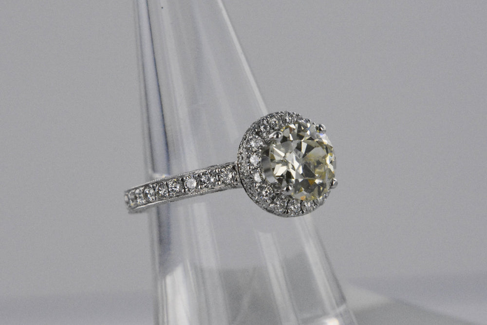 18K White Gold Engagement Ring 2 Carat Round Center