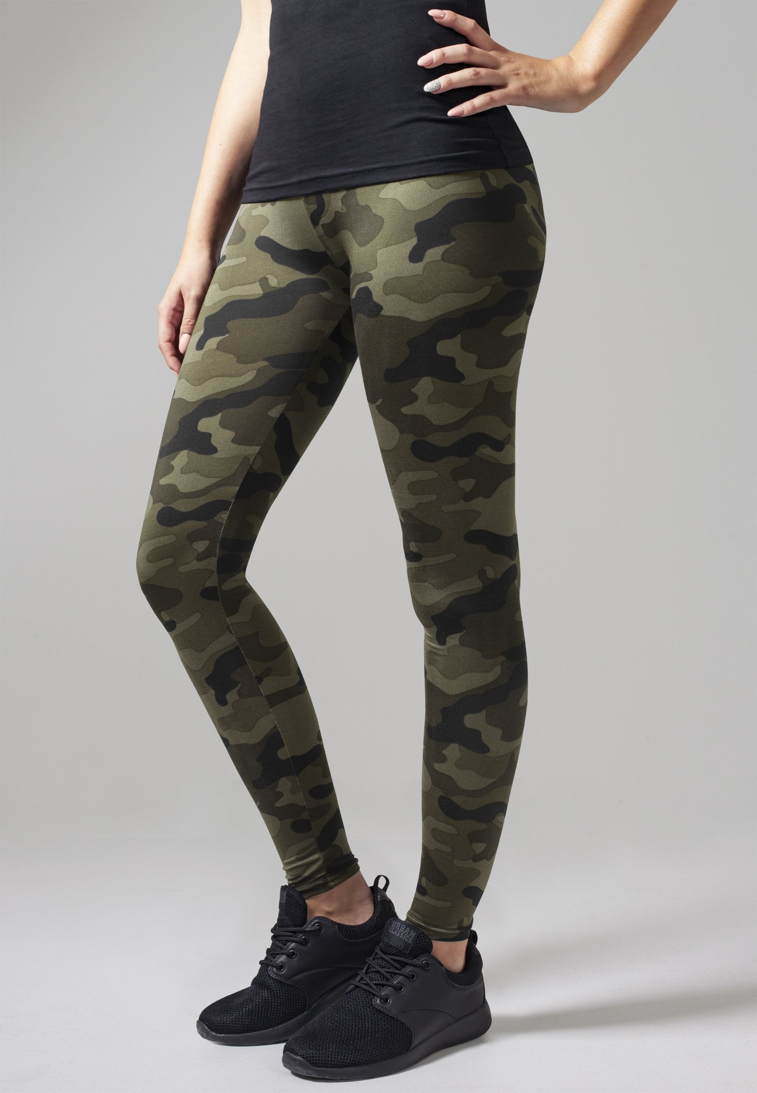 Urban Classics Ladies Camo Leggings - 91% Polyester 9% Elasthan - Style No. TB1331 - Farve/Color: Wood camo The Ladies Camo Leggings from URBAN CLASSICS convinces with a camouflage pattern, which upgrades every outfit. The elastic waistband and the soft fabric ensure a high wearing comfort.På