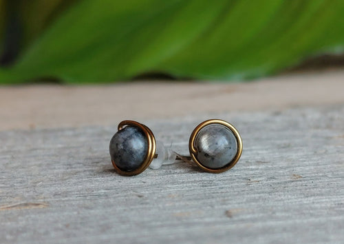 labradorite-stud-earrings-qntique-brass-wire
