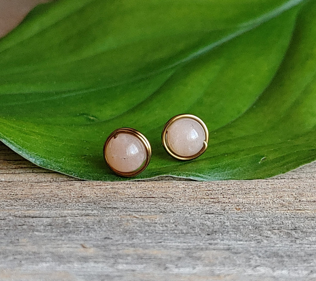 Sunstone-stud-earrings-antique-brass-wire