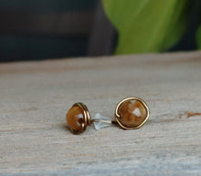 natural -stone-stud-earrings-tiger-eye-protection