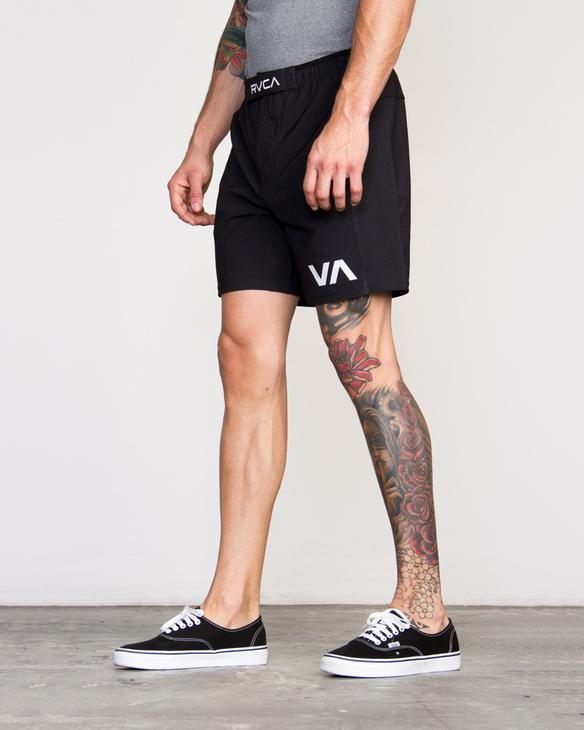 "RVCA GRAPPLER 17"" SHORT"