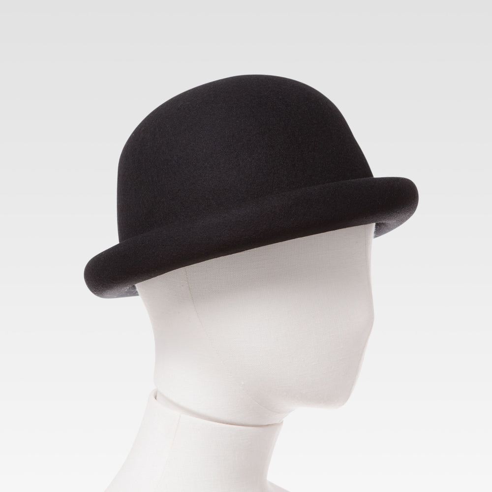 Wool Bell Hat Black mannequin