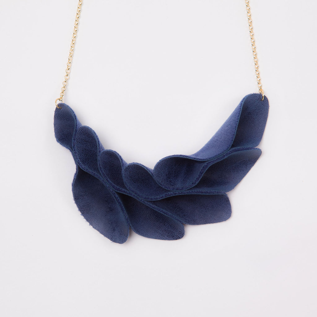 Leaflets Necklace (Navy)