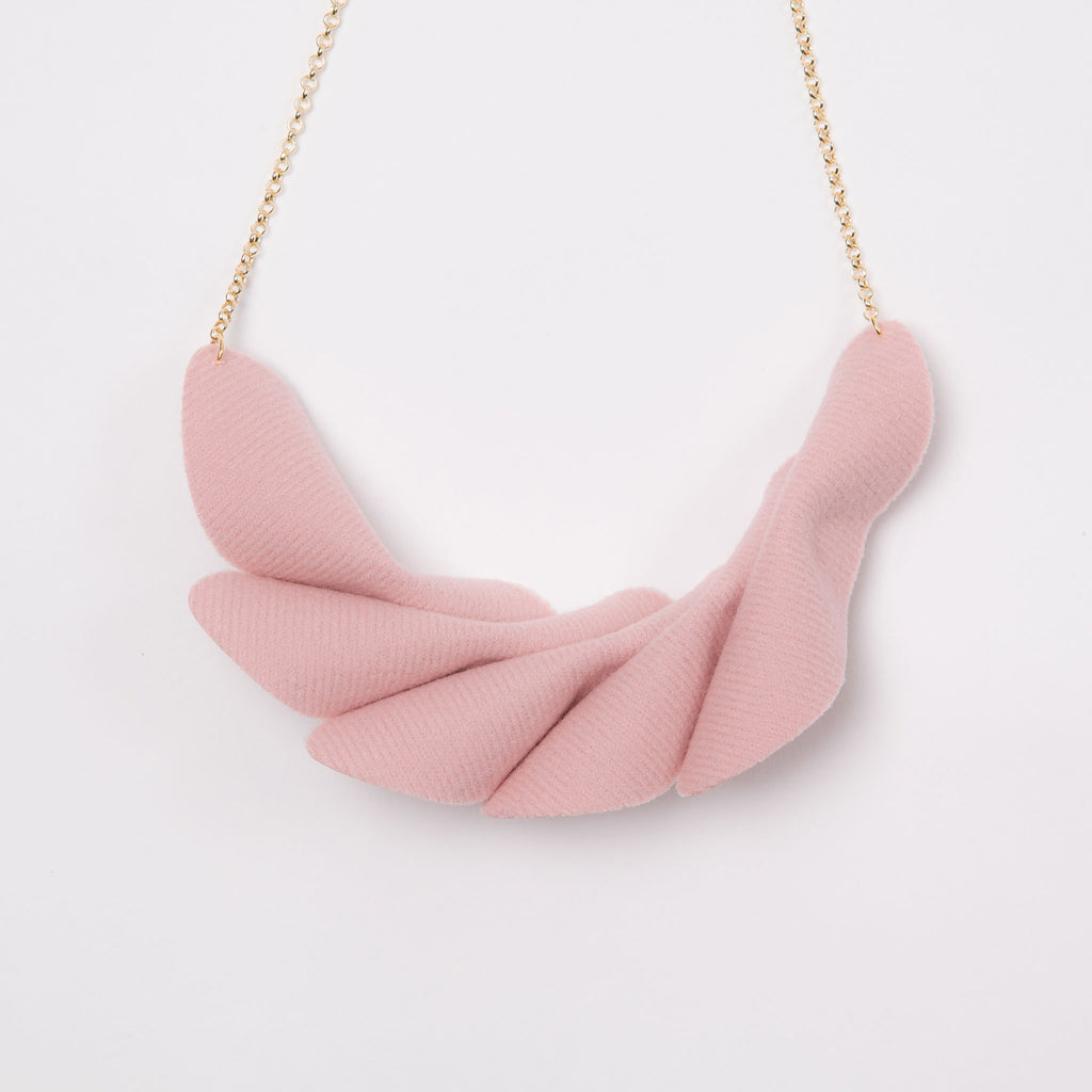Leaflets Necklace (Powder Pink)