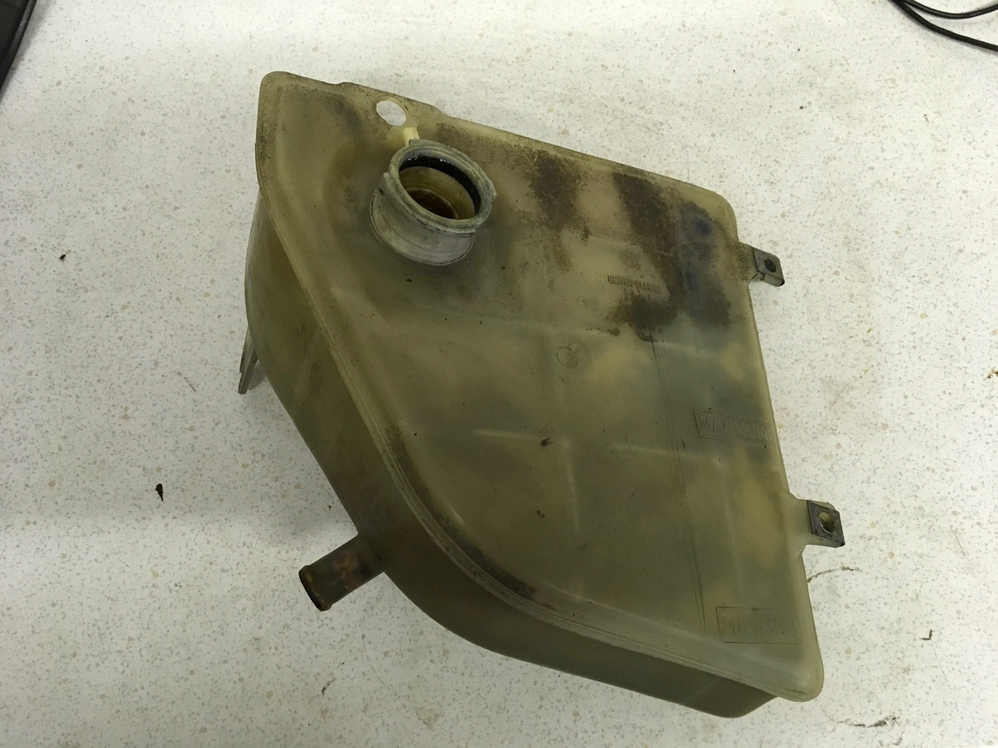 Porsche 944 expansion tank. 944 106 125 05 ((B9)' - Woolies Workshop - Porsche 924 944 spares