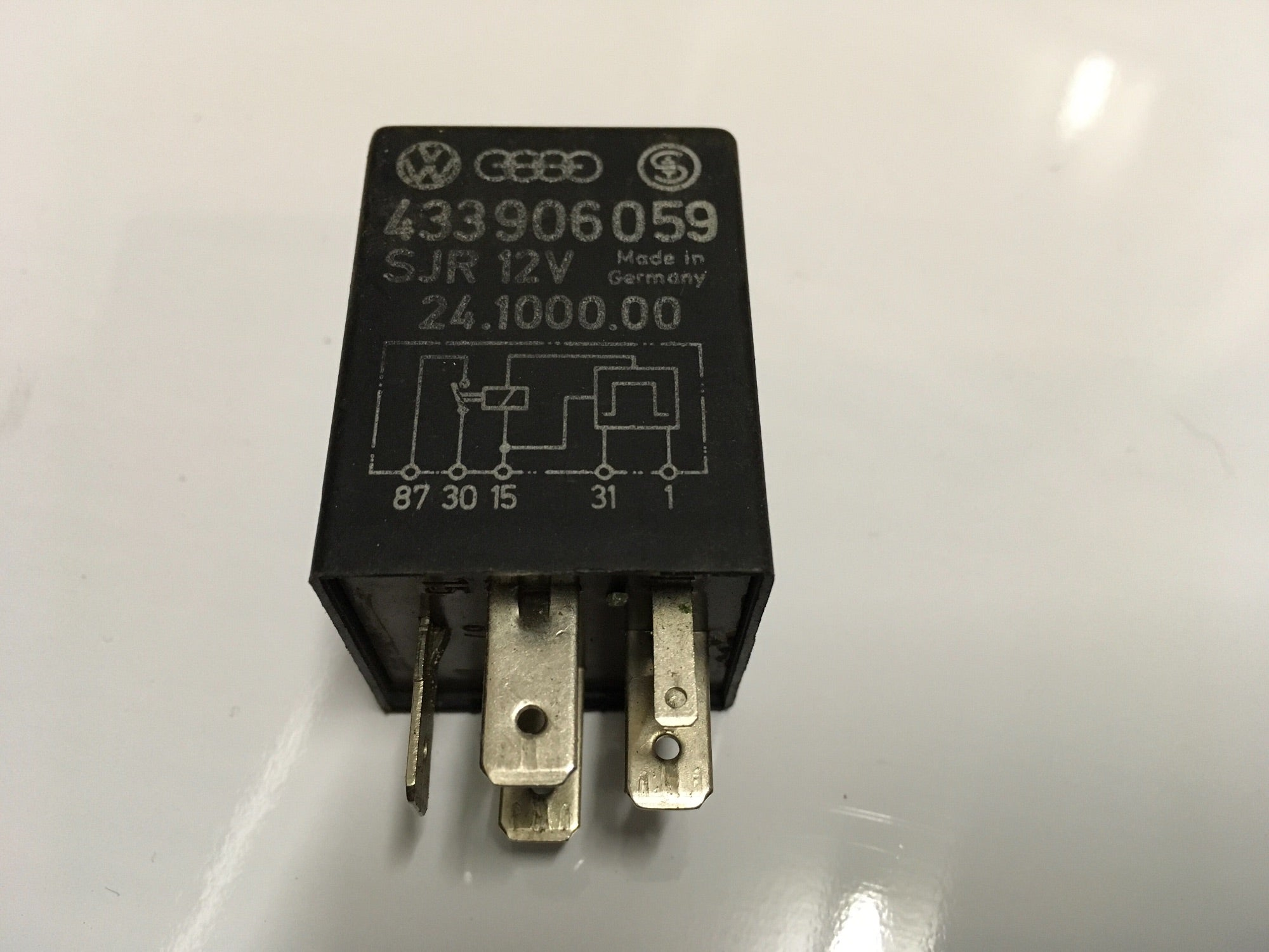 Porsche 924 Fuel Pump Relay,Genuine  433906059.  1979-82 433 906 059 ((LB202)) - Woolies Workshop - Porsche 924 944 spares