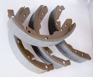 Porsche 924 rear brake shoes (2.0,  4 stud model only) 477 609 537 D ((E0)) - Woolies Workshop - Porsche 924 944 spares