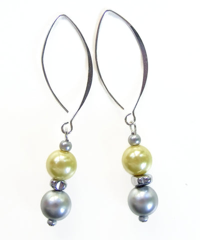 Pearl and Hematite Two Tone Earring - 20127ER