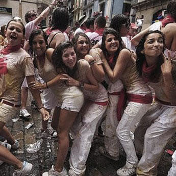RUNNING OF THE BULLS - San Fermin, Pamplona, Spain (Festival/Party) Daygame Bootcamp: Friday 6th July - Monday 10th July