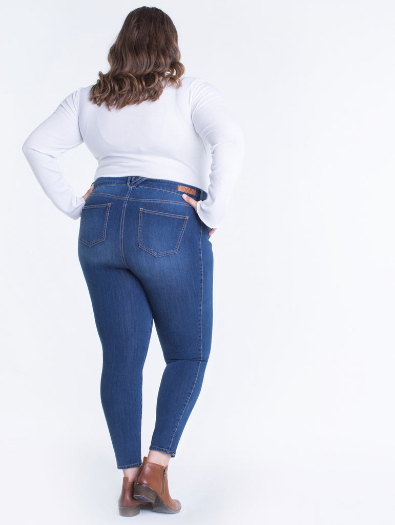 Erica 5'11"