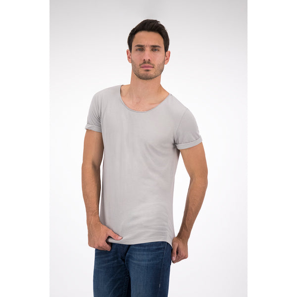 Playera Gris Cuello Abierto con Roll Up