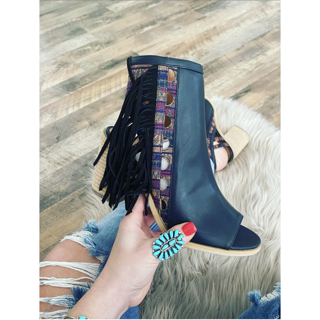 Summer Night Fringe Aztec  Heel (black)
