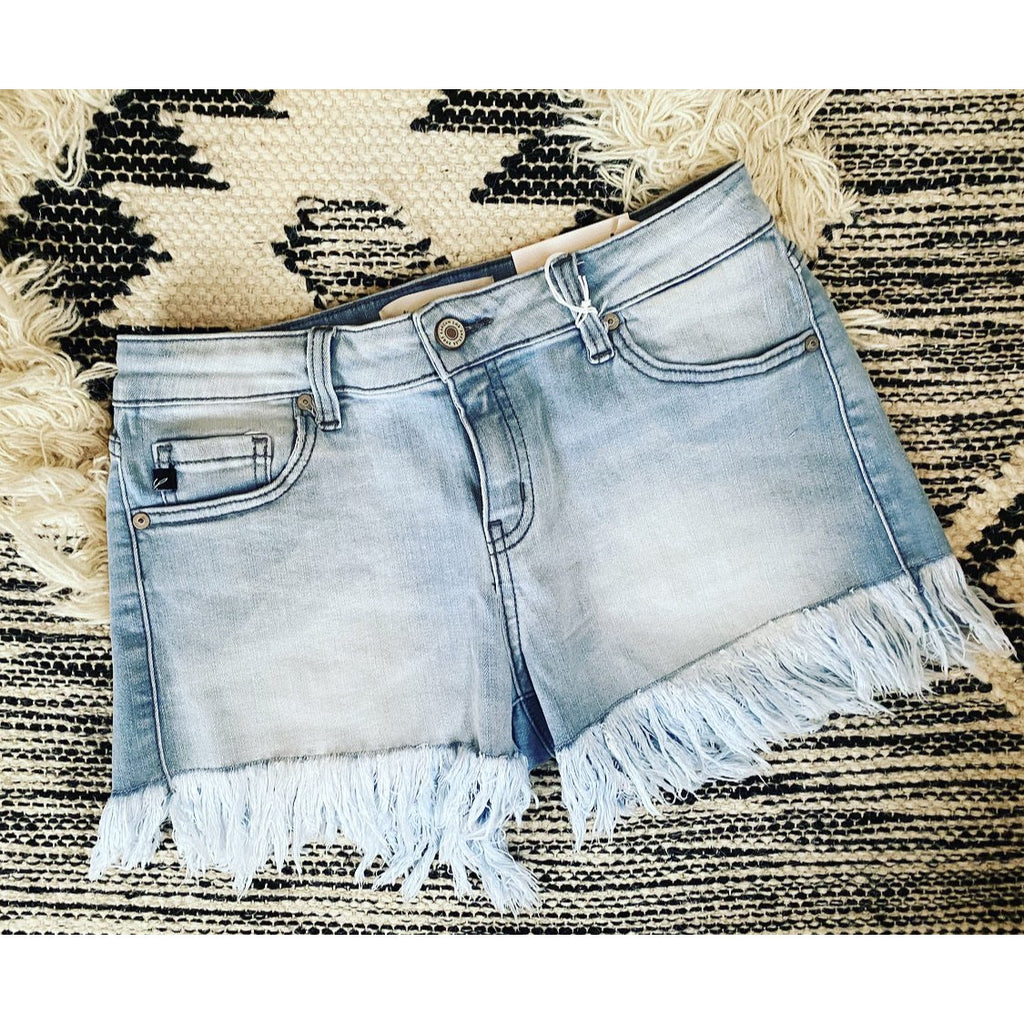 Denim Darlin Frayed Shorts. (kk) ((eta 4/2/2020))