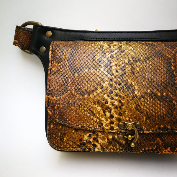 Crossbody Squarebag Black leather and Red Snake print.