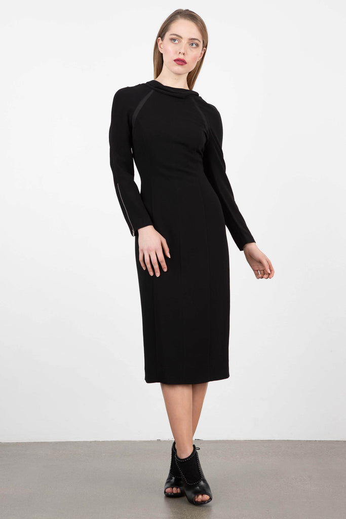 Sezin Karabulut Body-Con Midi Dress