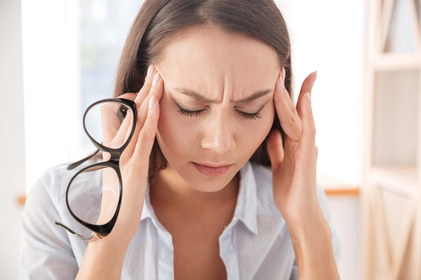 Woman with headache - symptom of   histamine intolerance