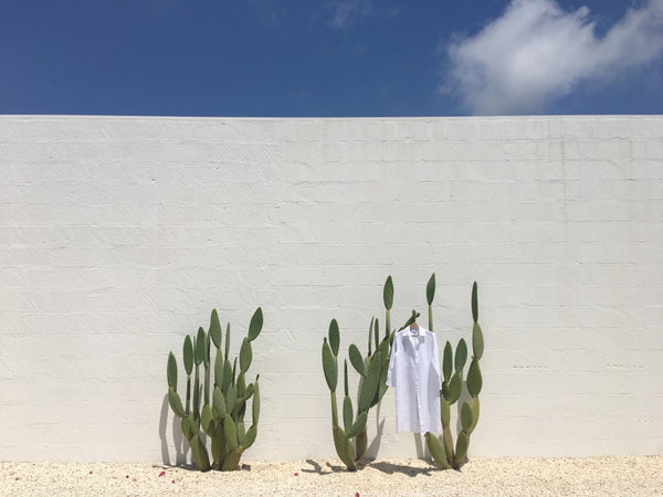 ALEX_AND_TRAHANAS_PUGLIA_ITALY_ITALIAN_LINEN_DRESS_TRAVEL_ESSENTIALS