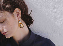 Load image into Gallery viewer, LOUISE OLSEN X ALEX AND TRAHANAS Gold-Tone Small Olive Leaf Earrings