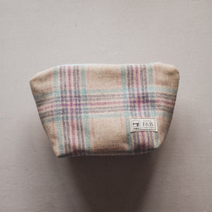 Cream Light Blue, Light Pink and Purple Tweed linnet wash bag by F&B - Country Accessories