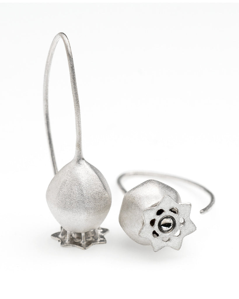V. WALKER POPPY SEED POD EARRINGS (SILVER)